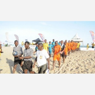 Top teams stumble in Beach Soccer championship